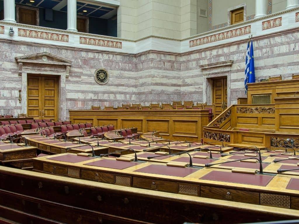 Κατατέθηκε στη Βουλή το Νομοσχέδιο «Εκλογή Δημοτικών και Περιφερειακών Αρχών»